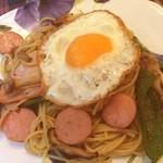 ROTORO - カラフルスパゲッティ。しょうゆ味。ソーセージにベーコン、しめじ、ピーマン。今日は男好みなスパゲッティです。