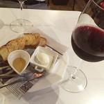 窯焼きビストロ 博多 NUKU NUKU - ワインとクリームチーズをアテに。福岡県博多