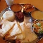Indhianresutoranaruthi - アールティスペシャルセット(キーマ、野菜、海老マッシュルーム)チーズナン