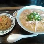 一づる食堂 - お昼のサービス定食!この日は、野菜ラーメンとミニ炒飯。