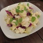 クッチーナ アッラ バーバ - りんご、アンディーヴ、タレッジョ・チーズのサラダ