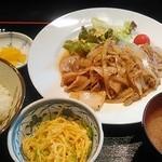41452977 - 生姜焼き定食830円。