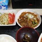 中国四川料理 仁 - 春雨の一品とサラダと漬け物