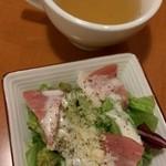 卵と私 - セットのサラダとスープ