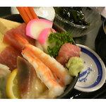 たむら - ランチ人気No1! (海鮮丼 780円)
