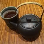 とんかつ和幸 - お茶の器もセンスがいい。2015年8月