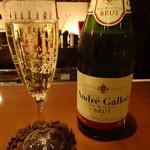 ブリーズィーカフェ - スパークリングワイン(グラス、500円)