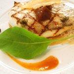 レストラン タテル ヨシノ 銀座 - メイン:ウスバハギのグリエ 玉葱のクーリ、パルメザン風味