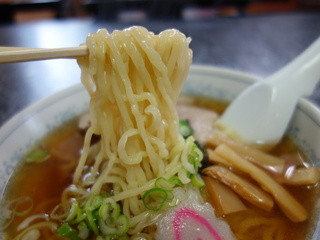 朝昼夜 - 喜多方ではやや細めですがスープに絡む印象は好印象♪