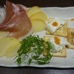 海女房 - チーズの盛り合わせ