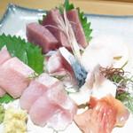 吾妻鮨 - 大トロ 金目鯛 赤貝 北寄貝 帆立 〆鯖 鰹