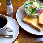 カフェ・ロンディーノ - 全体はこんな感じです。