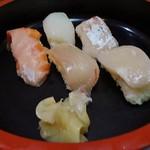 魚菜お花 - 寿司セットは刺身とご飯の代わりに寿司が付いています