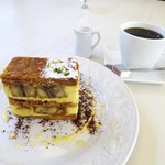 パティスリー モンプリュ - ミルフィユ、コーヒー