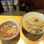 麺吉 - 待ち時間は10分弱(04/11)
