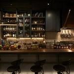 COCKTAIL WORKS - 作業場をコンセプトにしたBARとオープンキッチン