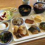 イルマーレ - 朝食バイキング。 広島の食材もあります。