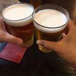 オッジ - まずは、生ビールでカンパーイ