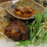 チング - 料理写真:チングセット(1,500円)のおかず。 ミニ石焼きビビンバとスープも付きます。