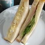 41503718 - 卵サンドとハムサンド、2切れで200円!