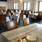 グルメロード - 内観 テーブル
