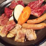 41504391 - 焼肉ランチ 1600円  カルビ ロース ホルモン ウインナー 鳥 焼き野菜