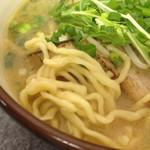 麺魂 - 「海老そば(浅草開花楼麺)」の麺アップ