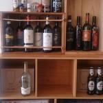 クッチーナ マンテカーレ - ワイン飾り棚