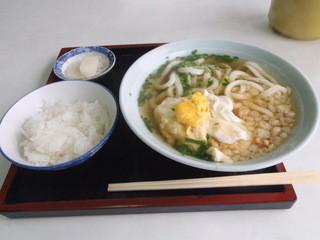 おだ川食堂 - うどん 450円(ご飯と漬物はサービス)