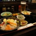 明石の魚処 さかづき - 海鮮丼定食700円(税別)、これだけ付くんですよ!
