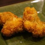 明石の魚処 さかづき - 小さいですが、鶏のから揚げが2個