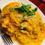 タイレストランBOSS - 殻のついたまま食べれるソフトカニのカレーいため。タイ料理においてはなくてはらない鉄板メニュー。(メニュー番号135)