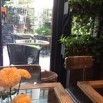 青山フラワーマーケット ティーハウス - 2015.9  店内から見たテラス席