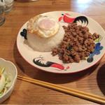 ニランカフェ - パットガパオムー ¥820-