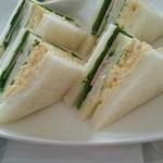 41521771 - * ミックスサンド、ハムと 卵、(チーズは 抜いてもらいました) 3切れのフルーツ