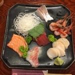 はまや - 料理写真:刺身の盛り合わせ 鮪の赤身、真鯛、縞鯵、サーモン、帆立貝柱、甘海老