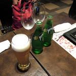 BAGUS - ビールとペリエ