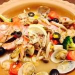瀬戸内の新鮮魚介類のアクアパッツァ