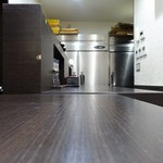 41526392 - 「らーめん家せんだい・鶴ヶ峰本店」カウンターのみの店内。
