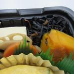 さくら水産 - 野菜の煮込みにはヒジキや高野豆腐も入って色鮮やかでした。