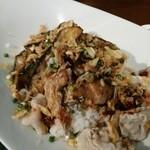 龍の翼 - 茄子と豚肉のピリ辛中華飯