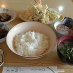橋本屋旅館 - 料理写真:H27年9月、天ぷら定食(800円)