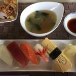 ごはん処 茶茶 - お寿司5貫、お味噌汁です。