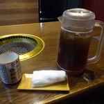 焼肉の龍園 - 歴代首相の湯呑で、コーン茶を頂きますw