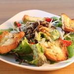 bres - きのこマリネとガーリックブレッドサラダ