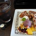 元町珈琲 - 料理写真:元町ワッフルとドリンクセット@650