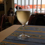 ブラッスリー・ラ・フェット - グラスワイン(税込み540円)