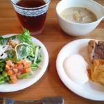 パパバーグママスイーツ - お味噌汁とサラダとシフォンケーキ('15年9月)