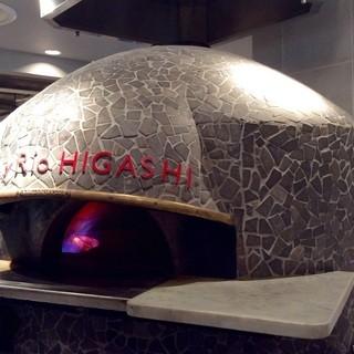 絶品ピッツァを焼き上げる当店自慢のピッツァ窯