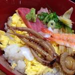 和歌寿司 - ちらし定食(700円)を頂きました。